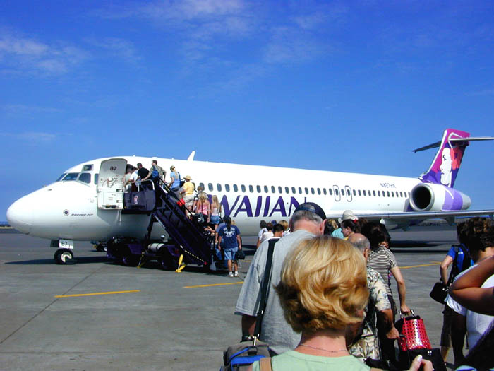 Hawaiian Airlines Flight at Kailua-Kona Airport_Wikimedia Commons, Courtesy