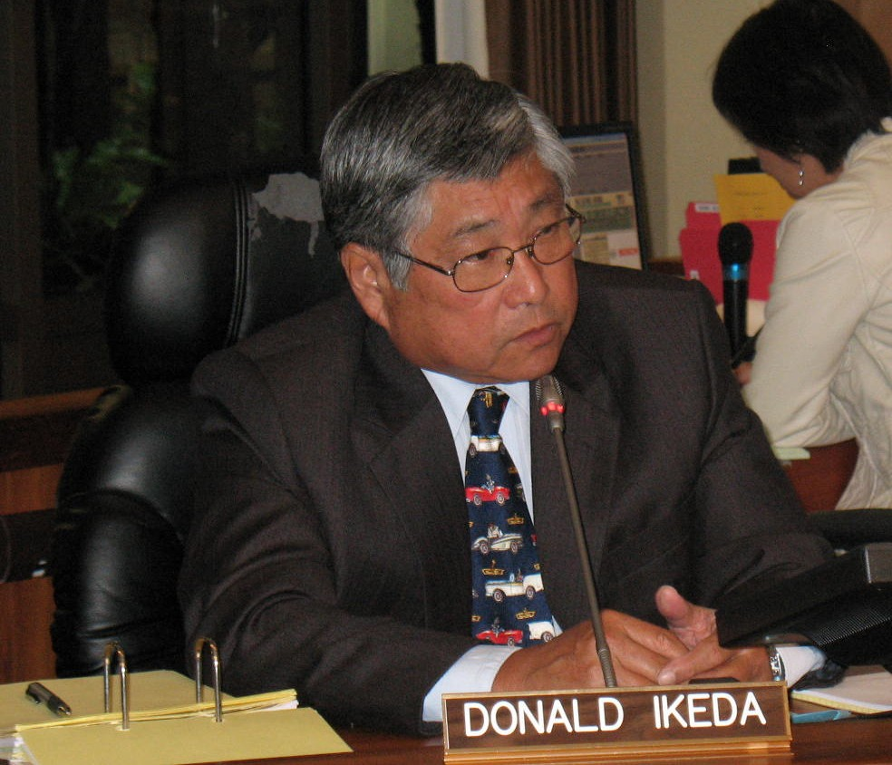 Hilo Councilman Donald Ikeda was unsuccessful in his attempt to amend the bill banning nighttime drilling of geothermal wells. Photo by Dave Smith.