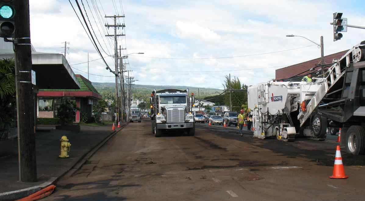 This was the scene Thursday afternoon on Kilauea Avenue, looking west from the Hualalai Street intersection. Photo by Dave Smith.