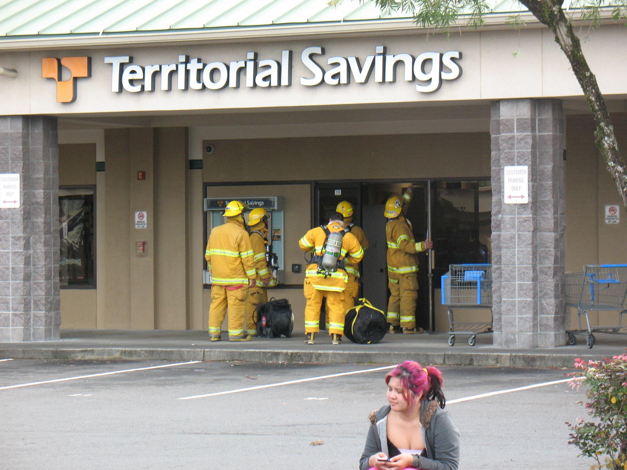 Sulfur Smell at Hilo Bank Prompts HazMat Visit   Big Island Now