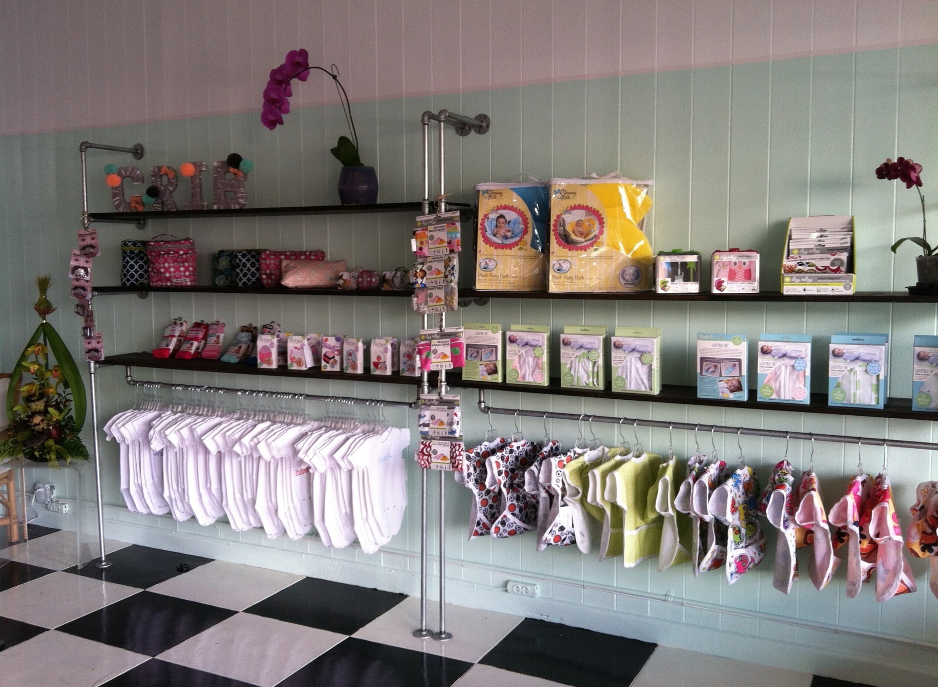 New baby specialty boutique opens in hilo big island now for Baby shower decoration store