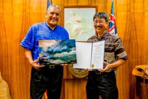 Mayor Billy Kenoi presented Bruce Omori with a proclamation after Omori received a prestigious national photography award. Photo courtesy of the Mayor's office.
