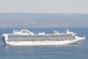 The Grand Princess cruise ship. Wikimedia Commons photo.