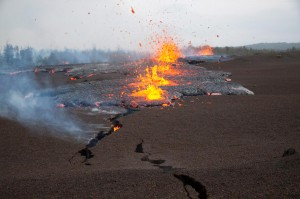The March 2011 Kamoamoa fissure eruption. HVO/USGS photo.
