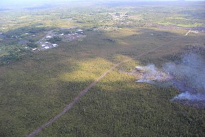 Kīlauea's East Rift Zone lava flow remains active upslope from the Pahoa Marketplace area, visible at upper left, though activity has waned over the past week. The flow was very close to a firebreak road cut several months ago. The Pahoa Transfer Station is at upper right. The view is to the southeast. HVO photo.