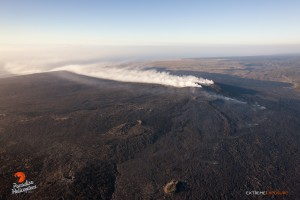 The prevailing winds blow the gas plume rising from PuÔu ÔOÔo down over Hilina Pali.  Photo: Extreme Exposure Media/Paradise Helicopters.