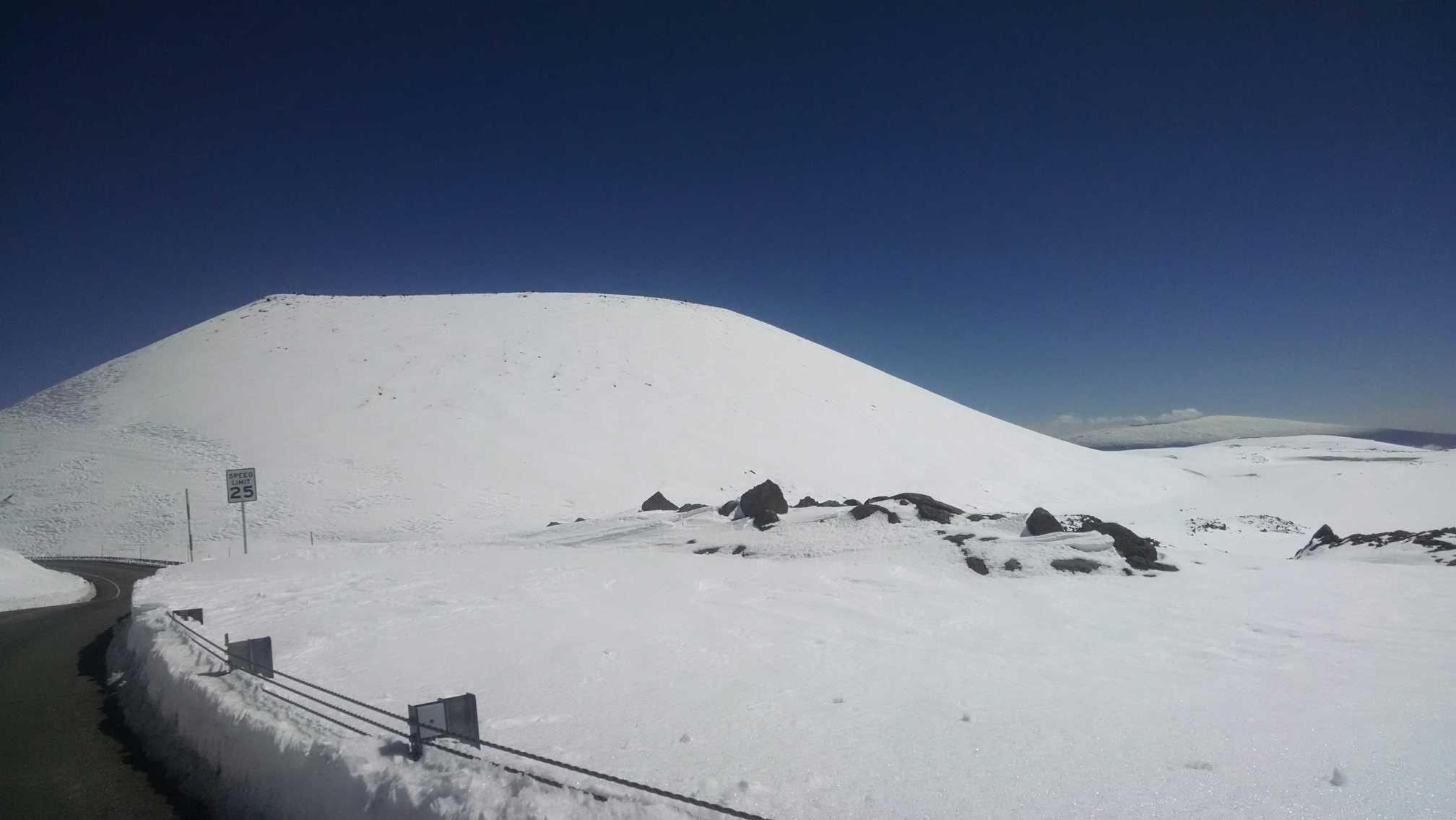 Mauna Kea snow 3.15.15 / Image: Chelsea Demello