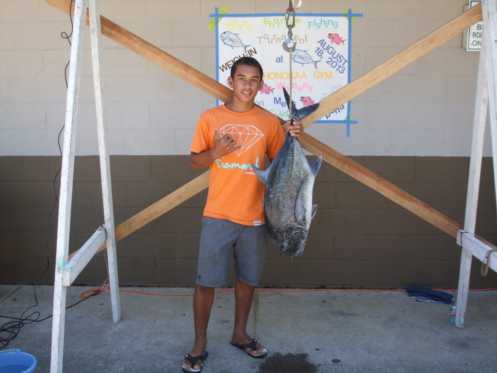 A 2015 'Ohana Shoreline Fishing Tournament contestant weighs his prized catch. Photo credit: Hawai'i County Department of Parks and Recreation.