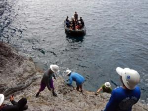 Researchers conduct shoreline survey along Nihoa in Papahānaumokuākea Marine National Monument. Credit: Kim Morishige/Na Maka o Papahānaumokuākea.