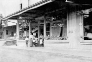 K Taniguchi Shoten, Waiakea Town Hilo 1921. KTA Super Stores courtesy photo.