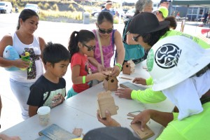 Keiki build birdhouses at the exhibit presented by the Hawai'i CC Construction Academy. Hawai'i Community College – Pālamanui photo.