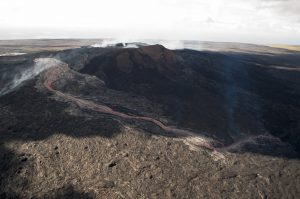 A wider view of the larger breakout traveling down the north flank of Puʻu ʻŌʻō, towards the northwest. USGS/Hawaiian Volcano Observatory photo.