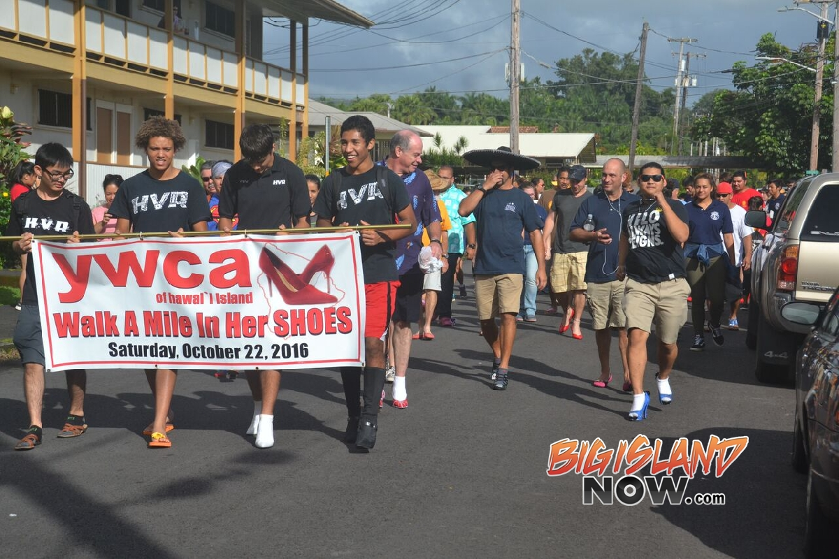 Men Step in Heels for Annual 'Walk a Mile' | Big Island Now