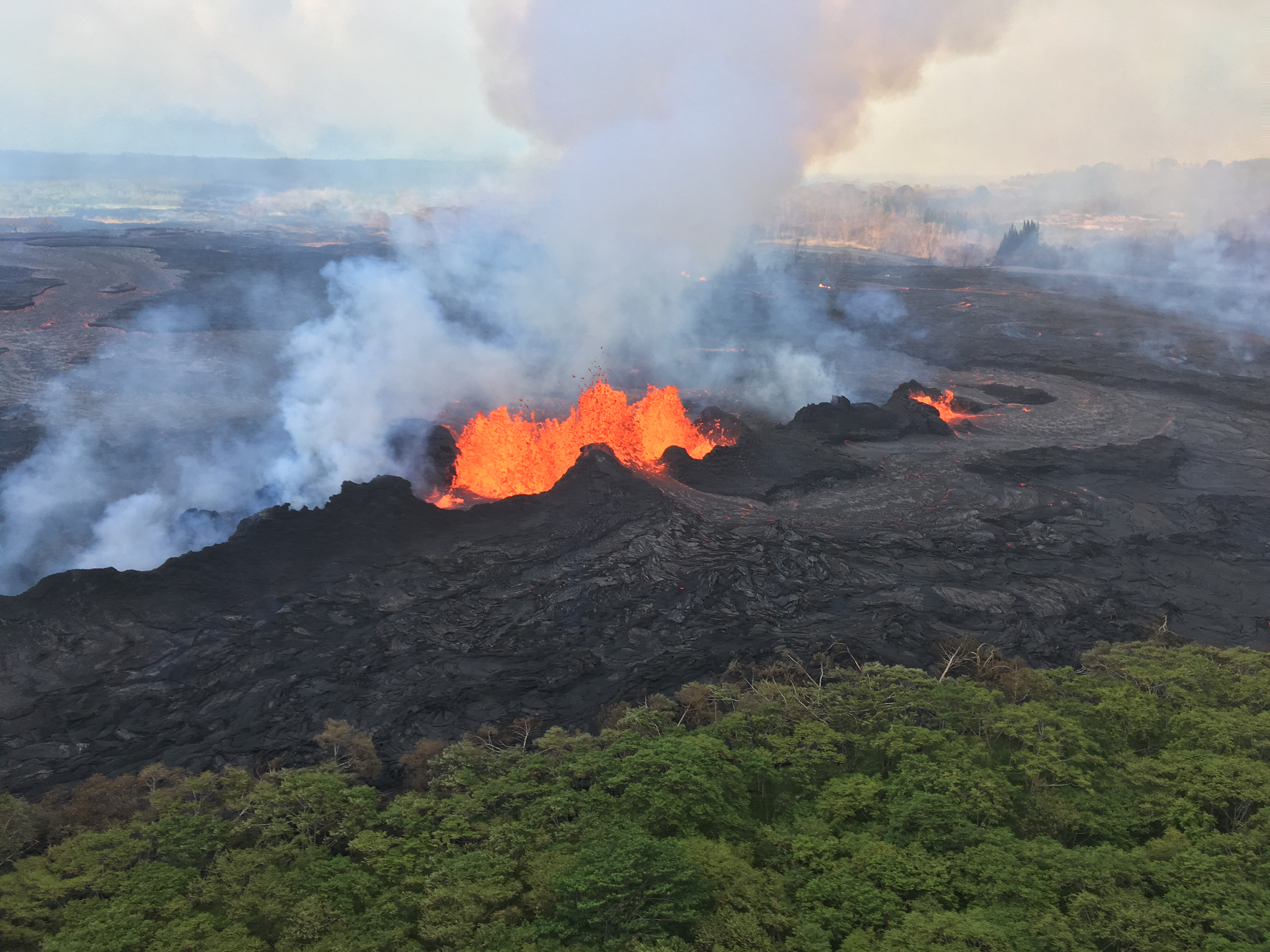 At times fountaining at Fissure 22 reached a height of about 50 m. Click to enlarge