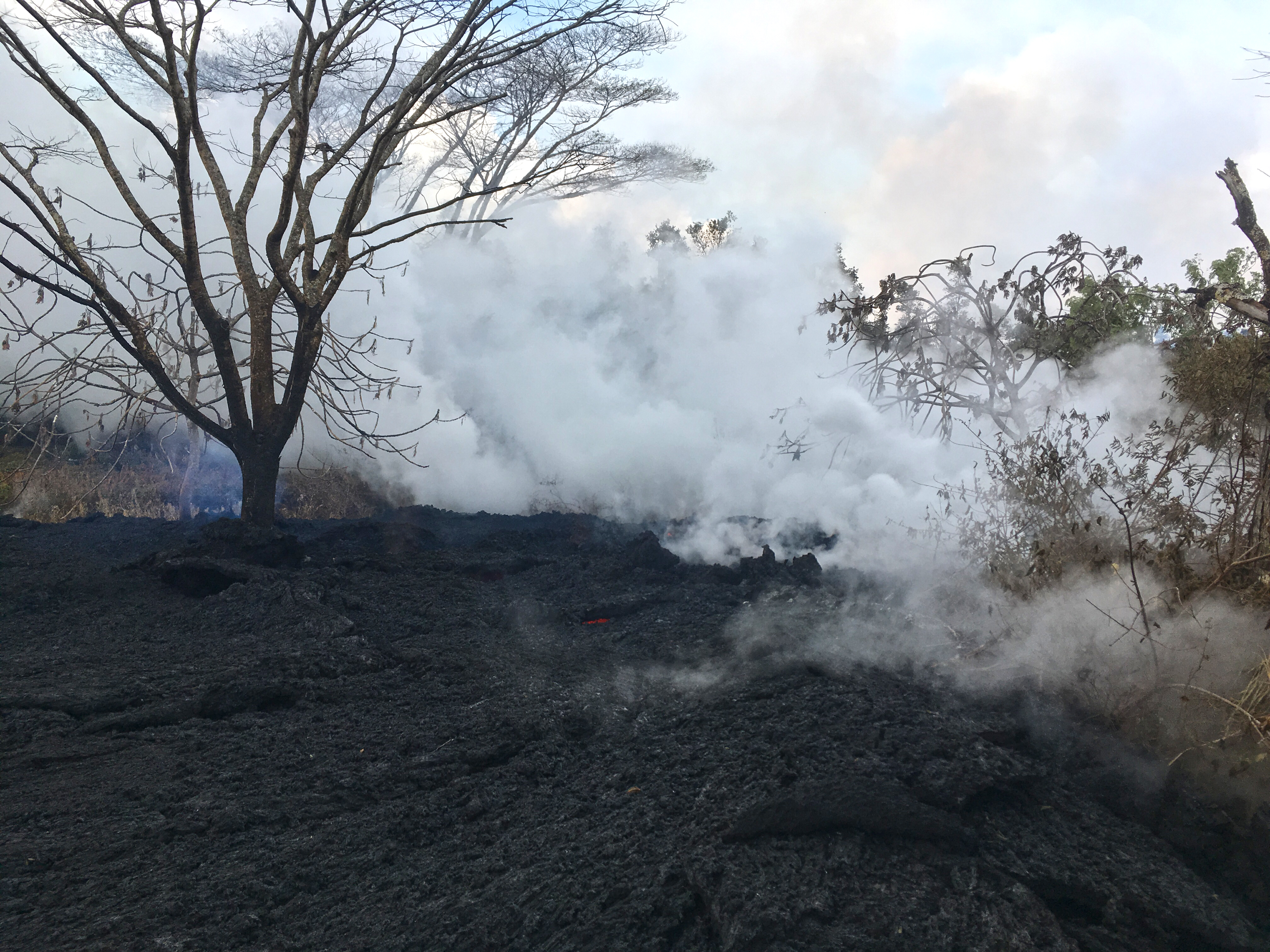 Kilauea erupts, sending ash 30000 feet high