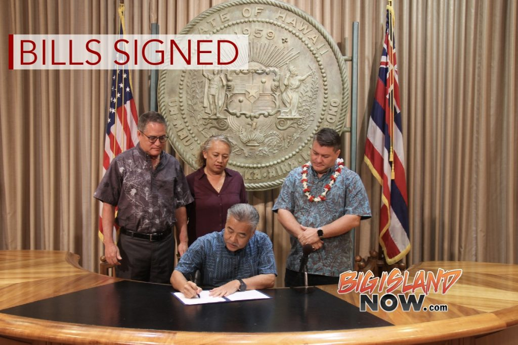 Gov. Ige Signs Bills to Protect Bicyclists, Rid Public Roads of Abandoned Vehicles