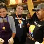 Rep. Gabbard Serves Meals to Those Impacted by Shutdown